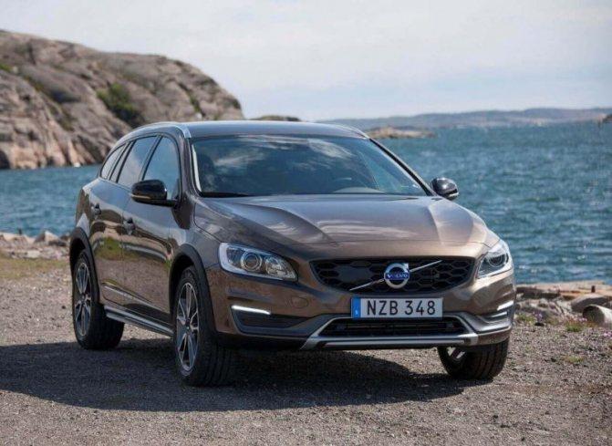 Автомобиль Volvo V90