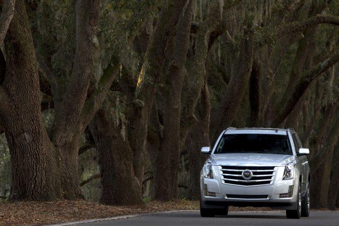 Cadillac Escalade ESV: Мало не покажется