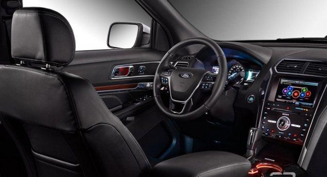 Интерьер Ford Explorer