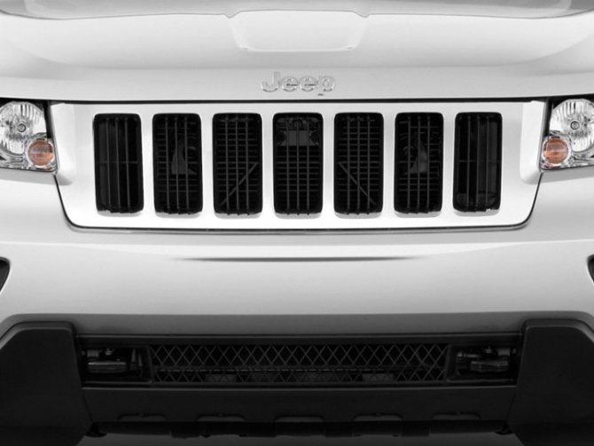 Jeep Grand Cherokee решетка радиатора