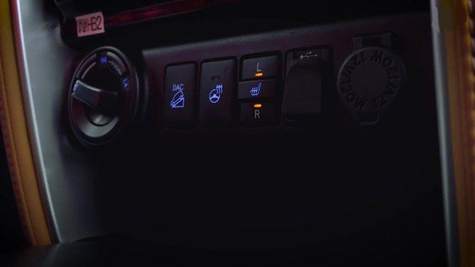 Кнопки обогрева сидений Toyota Fortuner 2018
