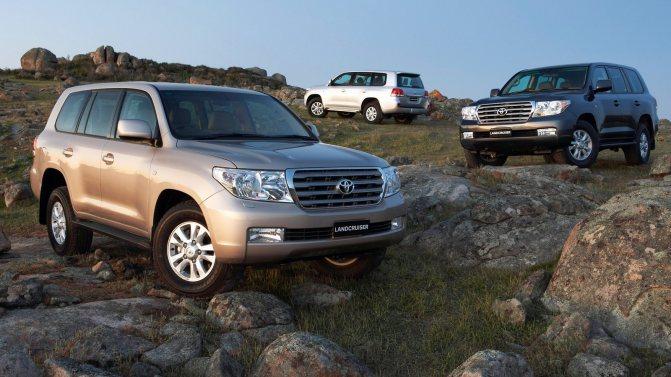 На фото: Toyota Land Cruiser (200) '2007–2011