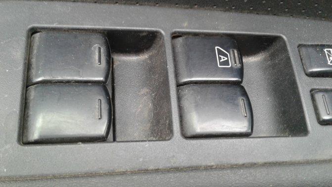 Nissan X-Trail II блок управления стеклоподъемниками