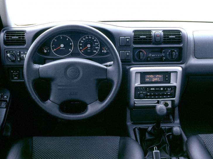 Opel Frontera второе поколение салон