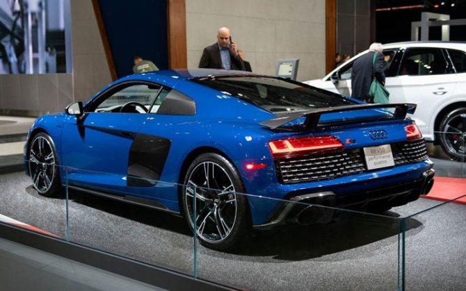 Спорткар Audi R8 2020-2021 года