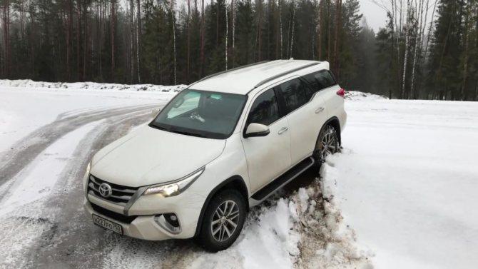 Toyota Fortuner 2020 на бездорожье