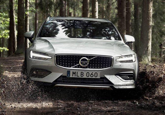 универсал Volvo-V60-Cross-Country- 2020 с увеличенным клиренсом